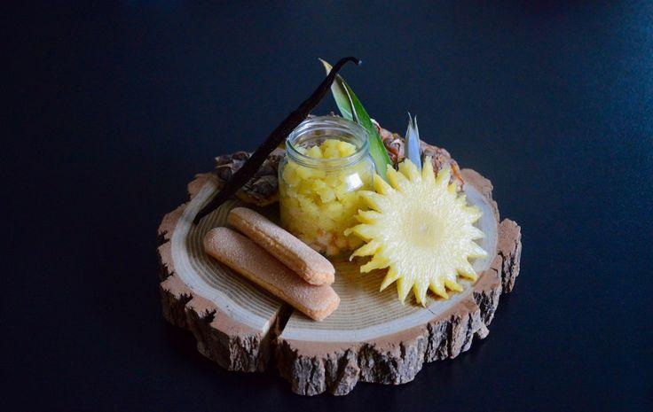 Recette bébé : tartare d'ananas à la vanille rôti sur crumble de boudoirs ! Dès 12 mois, un petit régal de petit pot pour les papilles de bébé ;)