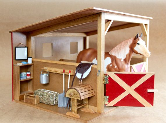 Schleich! Zoiets ga ik dan ook maken in t miniatuur met geschilderde paardjes er in.
