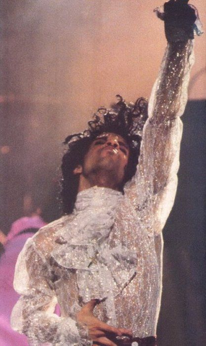 BET Awards 2006 recipient Prince at one of his legendary performances! Happy #BETBday Prince!