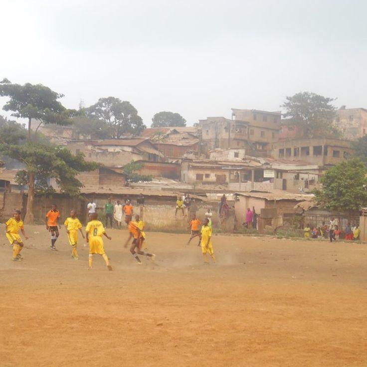 C?est ce que propose l?association « Al Barka » d?Oumarou Aladji, un entraîneur de football qui à travers son concept sport éducation, esp