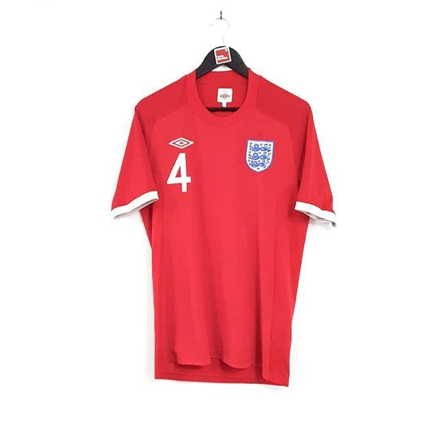 England At The 2010 World Cup Tailored By Umbro Link In Bio In 2020 Classic Football Shirts Mens Tops Mens Polo Shirts