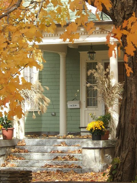 Beautiful fall porches and autumn front porches on pinterest Beautiful fall front porches