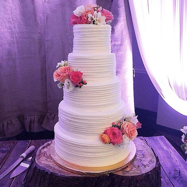 how to decorate a 5 tier wedding cake 5 tier cake using piped lines and fresh flowers simple 15648