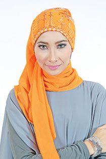 jilbab segi empat Sheila detail > bordir & payet Price > Rp 98.900,-