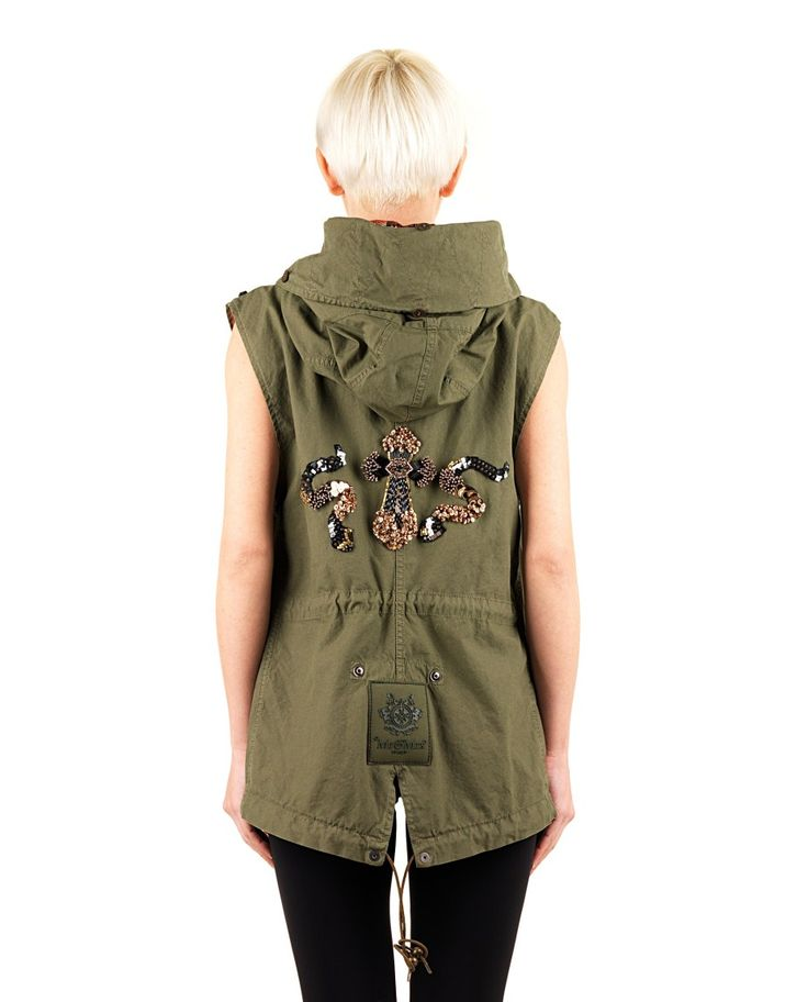 MR&MRS Sleeveless cotton parka fix hood drawstring waist and hem two front pockets with flap front and back decorations with metals and sequins front hidden button and zipper closure 100% CO  Lining: 100% PL