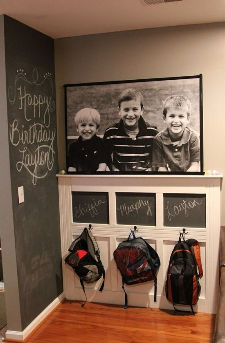 Entryway for kids. Great deoration idea with chalkboard paint and mouldings