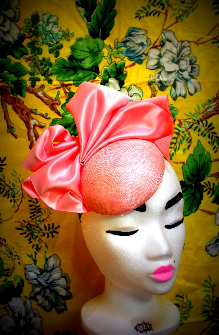 Irish milliner from LGM Hats. Pretty pink fascinator, the perfect hat for a wedding guest at a summer wedding.
