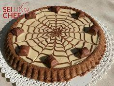 """Chi non conosce il gusto del famoso """"kinder Bueno""""? Questa torta lo ripropone insieme con un delicato pan di Spagna al cacao."""