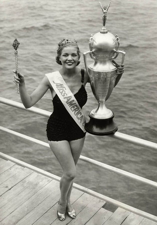 Miss America 1939 ~~ Patricia Donnelly ~~ Now THAT'S a trophy!