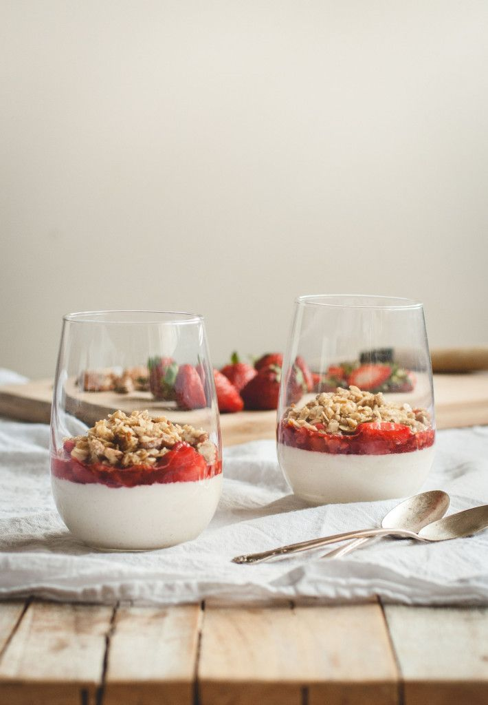 Buttermilk Panna Cotta with Strawberry Crumble Topping // butterlustblog.com
