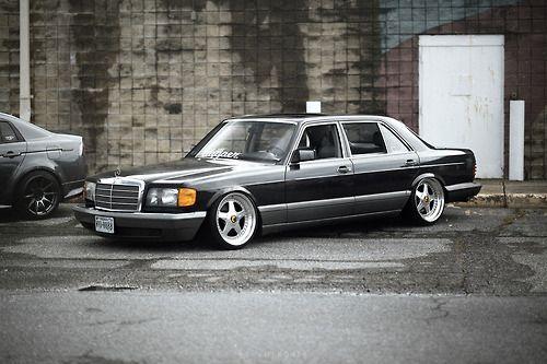 Die Mercedes S-Klasse, W126 , einer der letzten schönen Mercedes, wie ich finde.