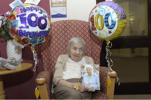 #HappyBirthday 100 & farmed until she was 97 #WomenInFarming http://www.runcornandwidnesworld.co.uk/news/13218309._/…?    @MillyWastie