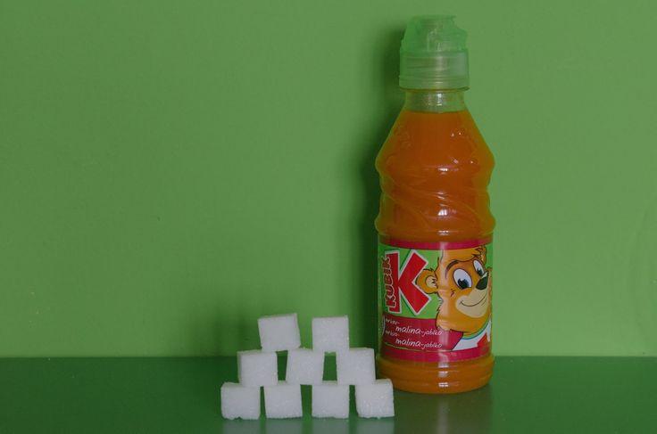 V minulém článku jsme se snažili názorně ukázat, kolik kostek cukru představují jednoduché sacharidy v nápojích. Jak je tomu u nápojů pro děti?