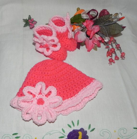 Scarpine e cappellino fatti a mano in misto di Ciuppinociuppinino