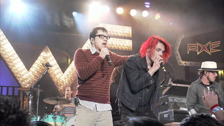 Weezer + MCR... I barely like Weezer but this is one of my favorite things. Ever. Gerard even jumps off the stage!!