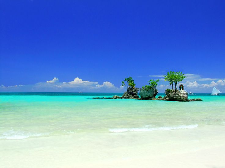 I was amazed at how beautiful blue and green the beaches are in Boracay. A must for travellers