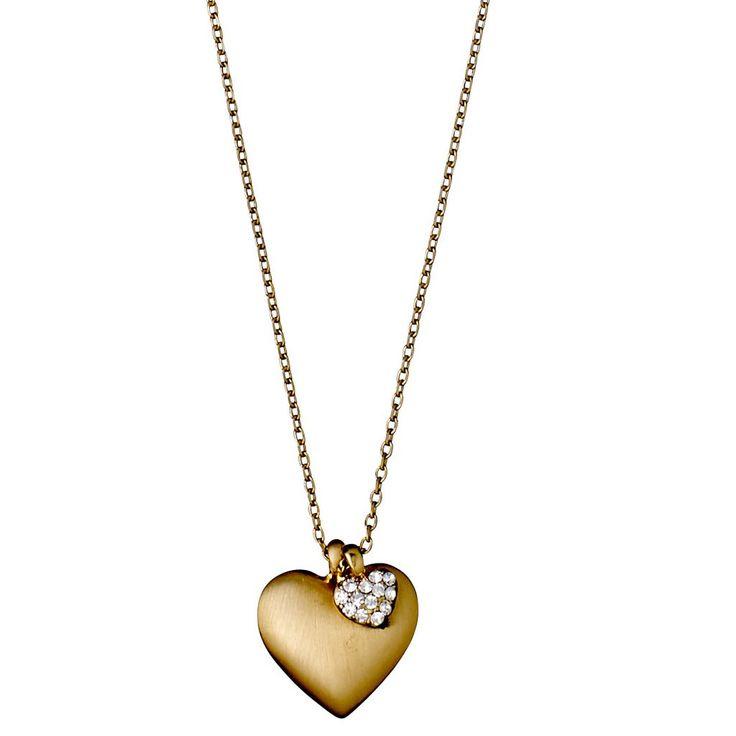 Yndig og romantisk guldbelagt charm halskæde med hjertevedhæng. Et større hjerte med en fløjlsmat finish og et mindre overstrøet med funklende, klare krystalsten. Halskæden er en såkaldt collarbone halskæde, der lægger sig flot på kravebenet. 40 cm med 9 cm justerbar kæde. Fås også belagt med sølv og rosa guld.