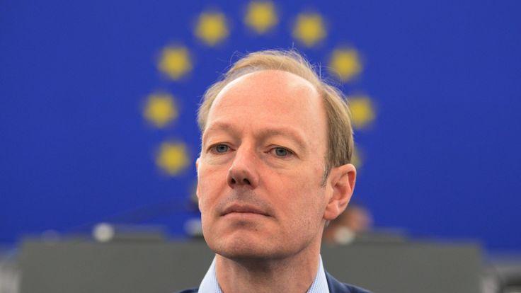 """Martin Sonneborn hat sich in der Debatte zum EU-Türkei-Abkommen zu Wort gemeldet - und wie: Sein """"Türken-Bashing"""" erntet im Parlament nach eigener ..."""