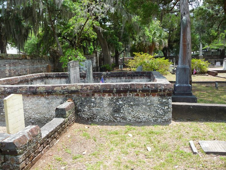 Originally constructed in 1724, St. Helena's Episcopal Church in Beaufort, SC, and many of its gravesites are surrounded by tabby walls. (Photo by Cheryl Warren)