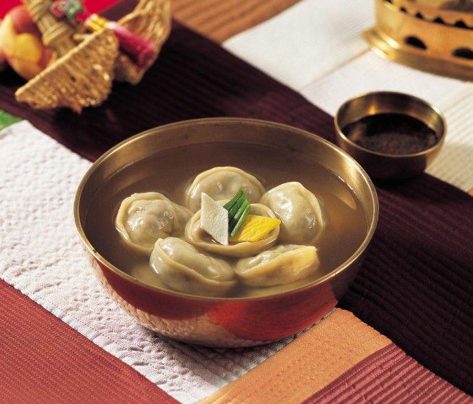 Manduguk, a Korean dumpling soup.