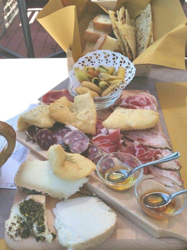 Saludecio. Osteria Gatta e Gazzoia. Antipasto romagnolo.