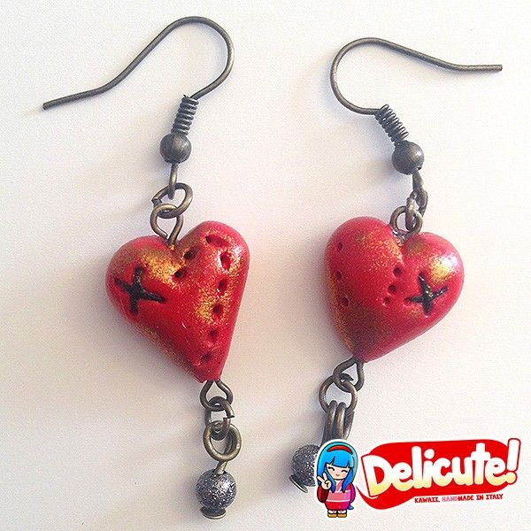 Handmade earrings with a steampunk heart-shaped pendant. A lil' vintage, a lil' punk and a lil' dark: these Cuorecchino earrings are entirely handmade using a special technique that gives them a look that is antique and stylish at the same time. Find it on www.Delicute.com