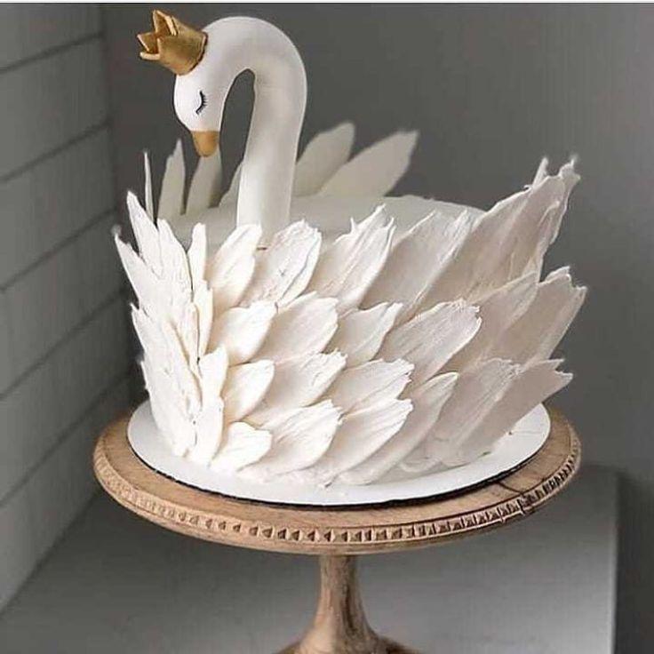 """Tipps zum Kochen und Backen auf Instagram: """"Swan 🦢 cake 🎂 Beautiful cake decor …   – Backen"""