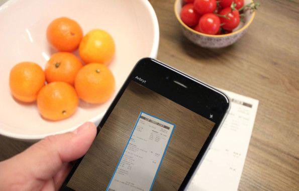 DIGITALISER KVITTERINGENE: Med Dropbox for iPhone er det gjort på null komma svisj å legge en kopi av kvitteringen i nettskyen. Illustrasjon: Bjørn Eirik Loftås