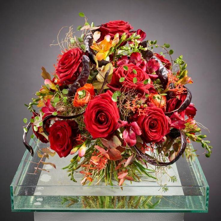 Der Klassiker Romantischer Strauß mit Rosen zu Valentin von Eva Latsch. Foto: Fachverband Deutscher Floristen, J. Manegold
