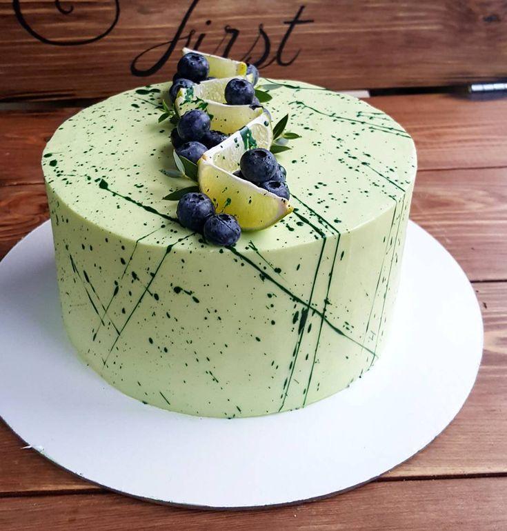 """Этот торт выровняла девушка, впервые в руки взяв шпатель и палетку...И внутри не очень """"удобная"""" для выравнивания """"молочная нежность"""", любимый торт деток. Если торт правильно собран, правильно приготовлен крем, выровнять труда не составит...Поэтому, на мк мы делаем всё с нуля... ---правильный бисквит(всегда думай, прежде чем готовить). ---правильный крем( бисквиты не должны выдавить крем). ---ягодные прослойки( работаем с пектином, желатином, агаром и крахмалом). ---собираем торты только…"""