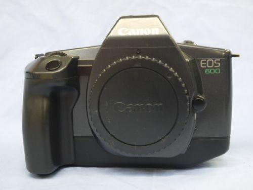 N°5: L'EOS 600 a été commercialisé en Europe en Avril 1989.