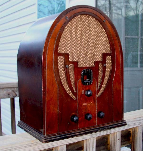 The Ghosts of Art Deco – Tube Radios