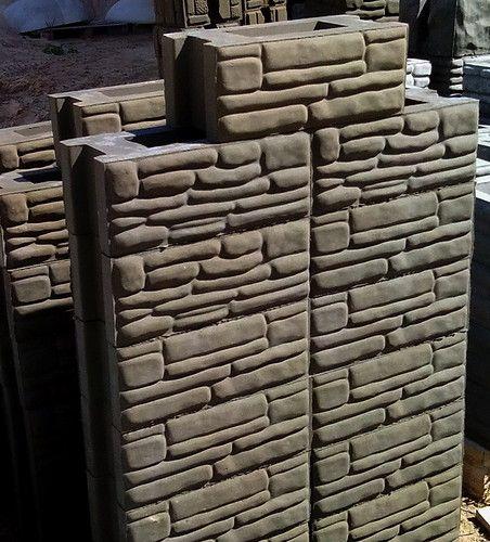 Бизнес -Идея.  Готовые рядовые бетонные блоки. Формы для изготовления блоков забора из бетона в домашних условиях. До 60 блоков в день на одной форме. Цены от 1500000 рублей за форму. По РБ отправка по почте наложенным платежом. +375 29 6276284, +375 33 6034357