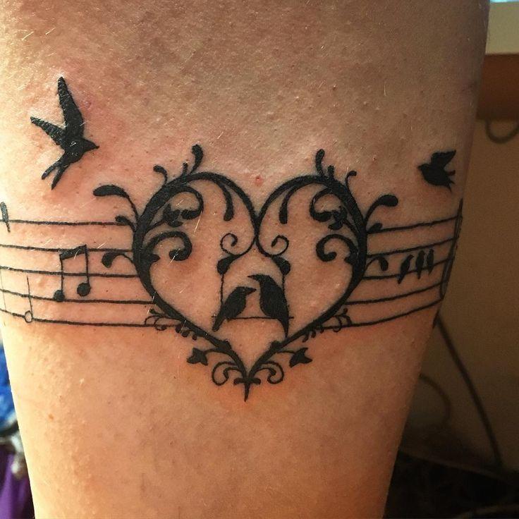 15 ideias de tatuagens para quem ama música | MdeMulher