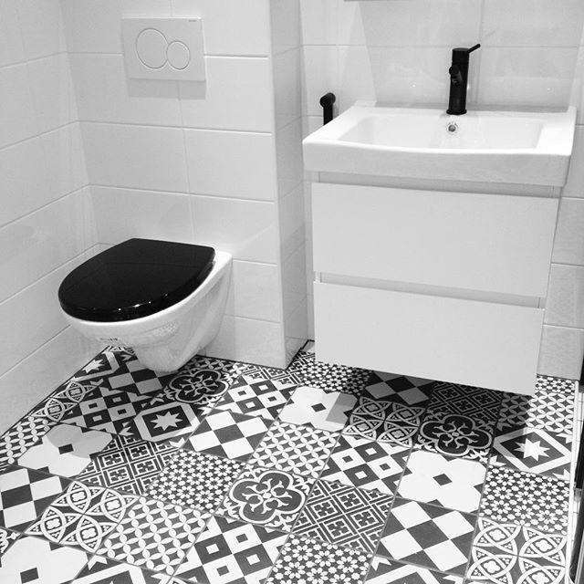 Black and white bathroom. Hangon Majakka