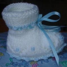 Chaussons de bébé tricotés à la main