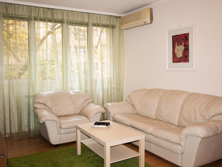 Central short term rental apartment for a business trip in Bucharest. From 40 euro/night.