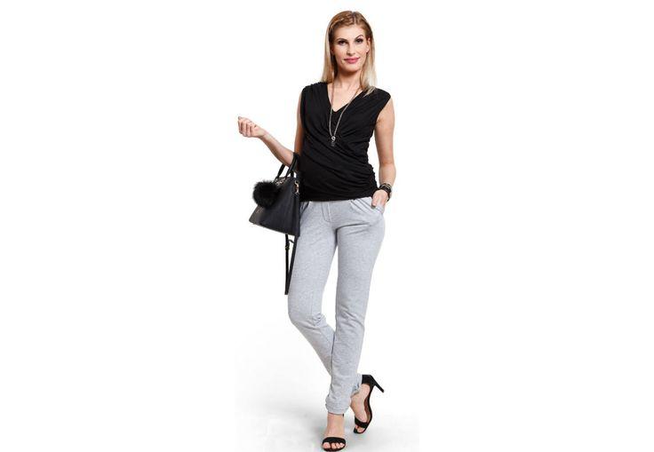 Sugar szürke nadrág - Kismama nadrágok Igazán kényelmes, elegáns sziluettet ad a  sötétkék Sugar nadrágunk. Ne feledd, ez a típusú nadrág megfelelő kiegészítőkkel, rövid kabátkával, hosszított tunikával a hétköznapokra is tökéletes. Különleges szabása karcsú alakot kölcsönöz, a nadrág aljának visszahajtása a lábakat külön kiemeli. Viselheted elegáns cipővel, egyszerű balerinával, de akár sportcipővel is. Hétköznapi nadrág, de viselheted sportos kiegészítőkkel is - több stílusban…