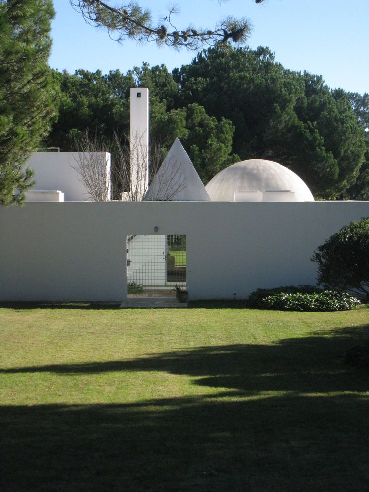 House in Quinta do Lago, by Eduardo Souto de Moura, 1984-89 - in Algarve