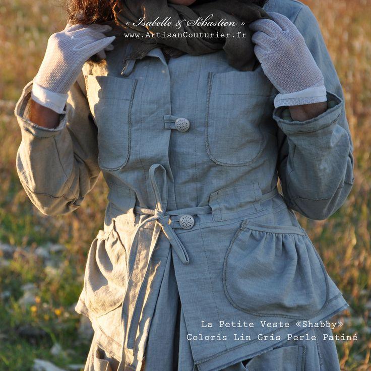 """La """"Petite Veste Shabby"""" - ArtisanCouturier.fr Бохо. Натуральная ткань. Лен. Свободный крой. Черный, хаки, серый, синий, белый. Брюки. Топы. Платья. Юбки. Кардиганы. Куртки. Шаровары. Boho. Natural fabric. Linen. Free cut. Black, khaki, gray, blue, white. Pants. Tops. Dresses. Skirts. Cardigans. Jackets. Trousers. Boho. Přírodní textilie. Len. Volný střih. Černá, khaki, šedá, modrá, bílá. Kalhoty. Topy. Šaty. Sukně. Cardigany. Bundy. Kalhoty se spadlým sedem."""