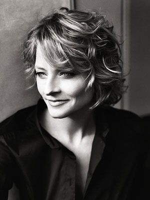 If I were going to cut my hair short, I would love to go for this beautiful cut on Jodie Foster. Very beautiful!