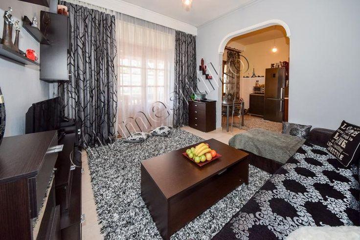 Πωλείται διαμέρισμα σε διπλοκατοικία πλήρως ανακαινισμένο στη καλλιθέα με 2 υπνοδωμάτια.