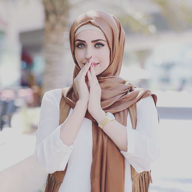 #dubai#dubaifashion#arabbeauty#arabfashion#hijabfashion#hijab#hijabstyle#dubaidesighner#photoshoot#photooftheday#dubaiphotography#beauty#hijabchamber#simplycovered
