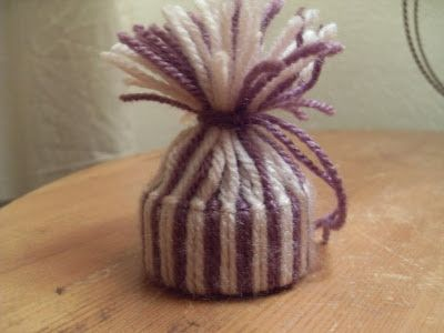 Enoah's world: Howto make this cute little (Christmas) hat.