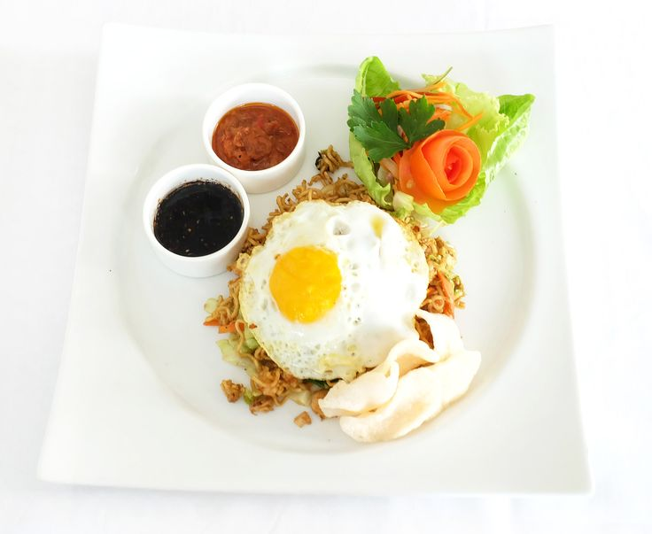 A popular stir-fried rice noodle dish found anywhere from casual eateries to five-star hotels in Indonesia. Can you guess what Indonesian dish this is?  www.sakalaresortbali.com  #Sakalabali #Sakalaresort #Sakalabeachclub