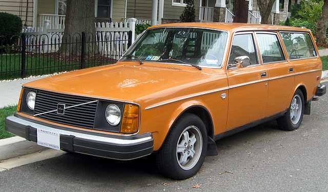 volvo station wagon...ORANGE!! Yessss!