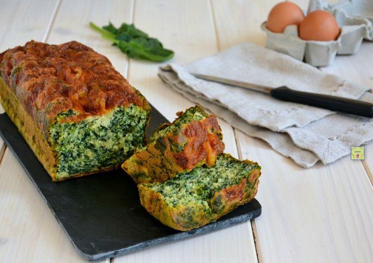 Il plumcake agli spinaci è una deliziosa torta salata facilissima da preparare e perfetta per gite, pic - nic, cene informali o da portare in ufficio.