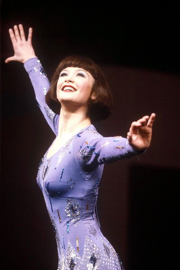 Catherine zeta jones performing in the west end musical for Cocktail 42nd street