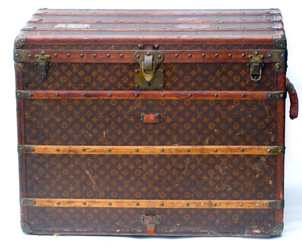 Love this vintage LV trunk  Awesome Got to find one....