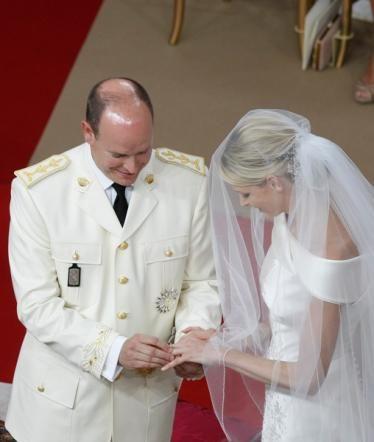 Scambio anelli Alberto e Charlene di Monaco - Foto da tgcom